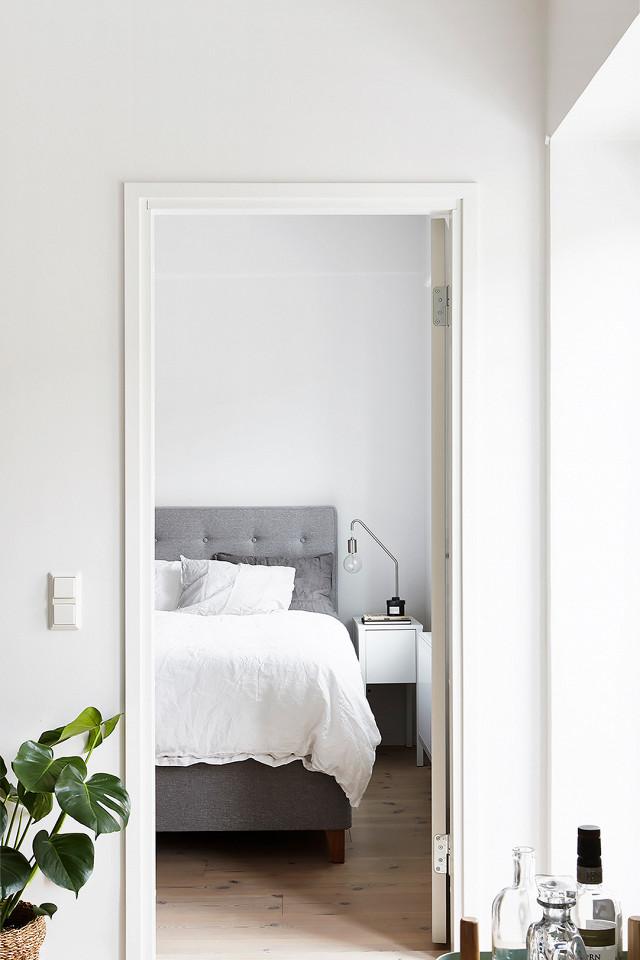 Dormitorio de estilo nórdico colcha blanca