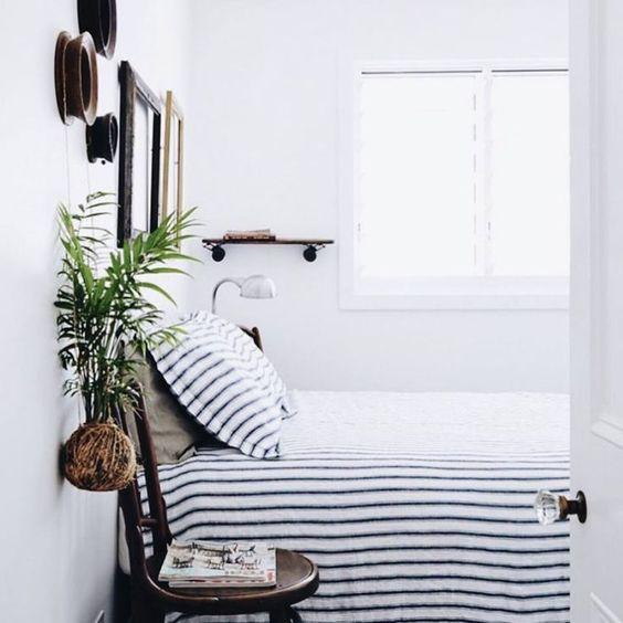 Dormitorio de estilo nórdico colcha rayas