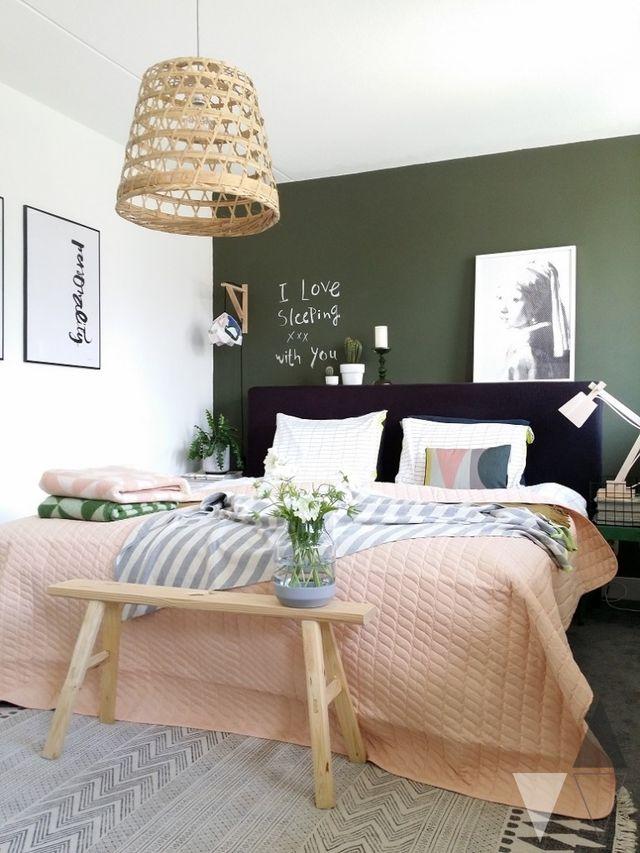 Fibras naturales en decoración nórdica dormitorio adultos