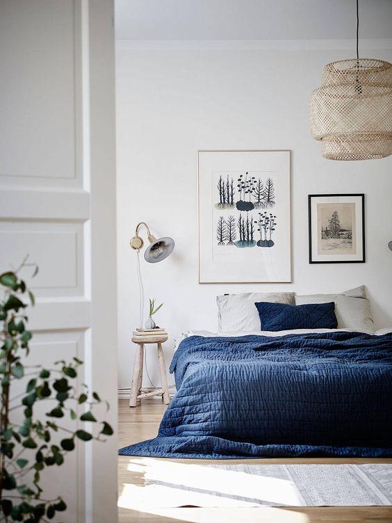 Dormitorio de estilo nórdico colcha de color