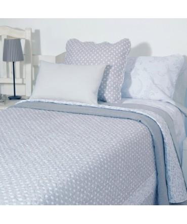 Dormitorio de estilo nórdico colcha-boutie-microfibra-gris
