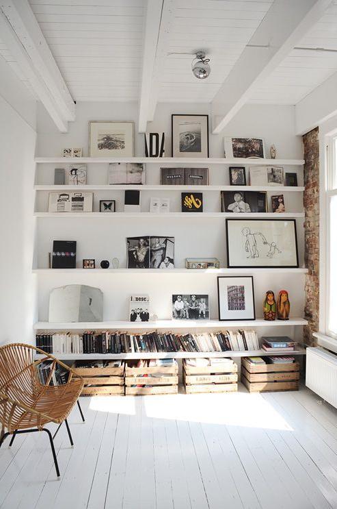 Decorar las paredes estanterías