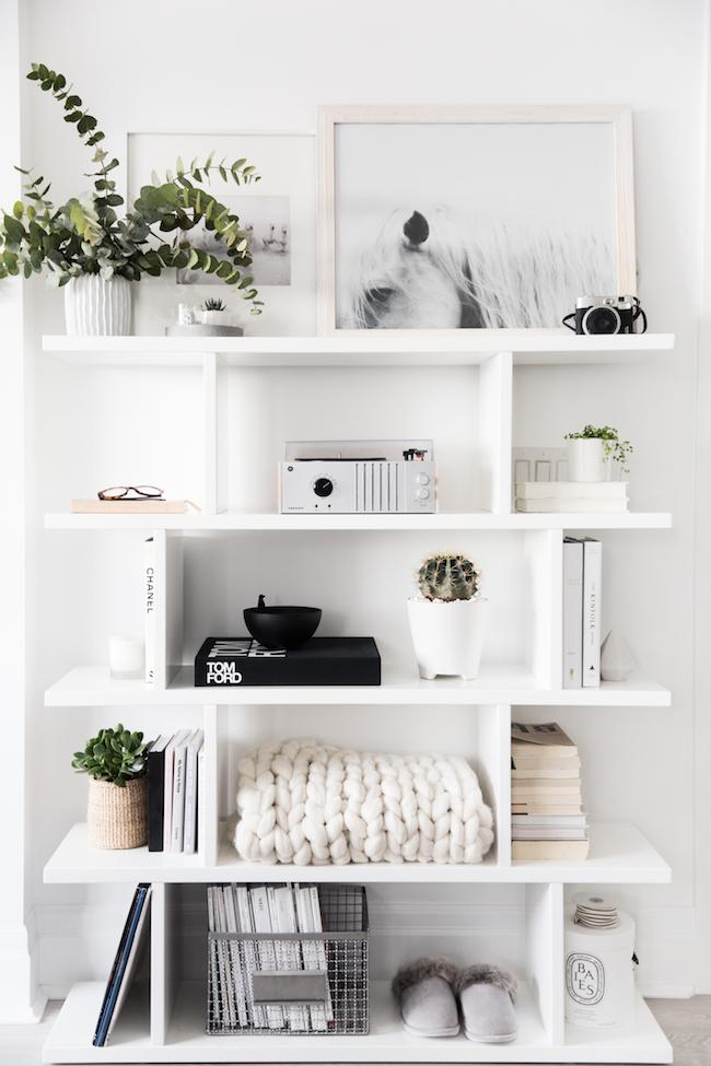 Decorar una estantería con estilo nórdico