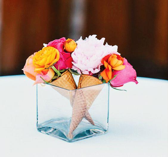 Mesas para el día de la madre flores y cucuruchos