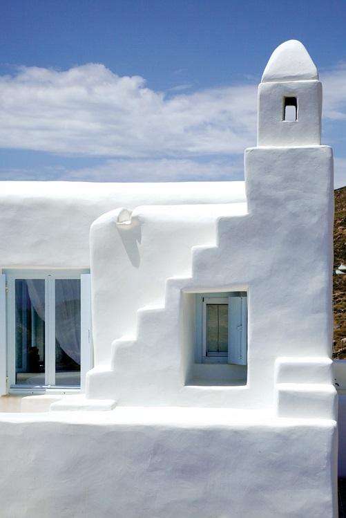 Casa en blanco y azul pastel