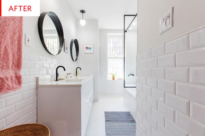 Un baño luminoso y actual blanco
