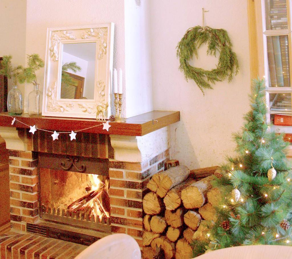 Decoración navideña natural chimenea