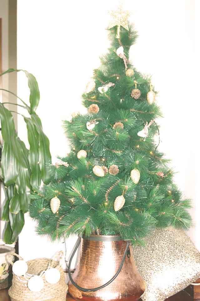 Navidad dorada y gris árbol