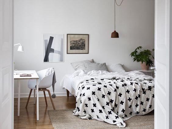 Integrar una zona de trabajo en un dormitorio nórdico
