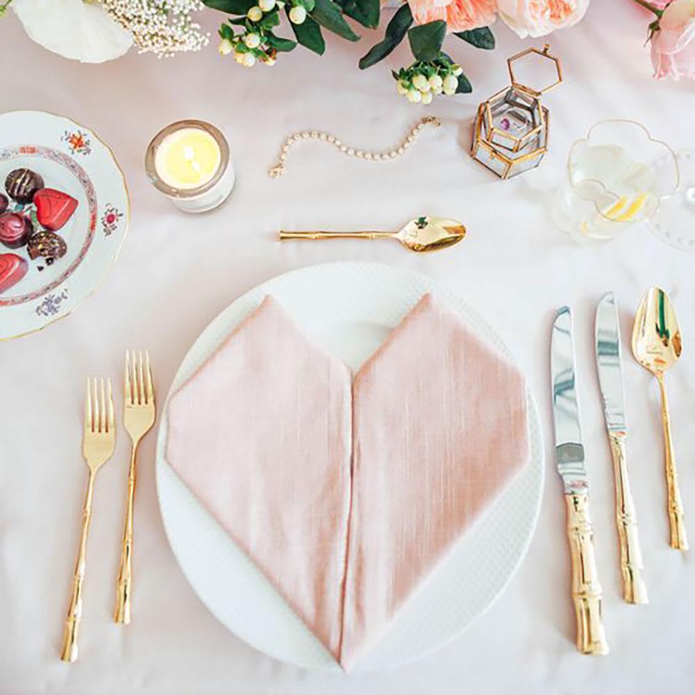 mesa de san valentin corazón