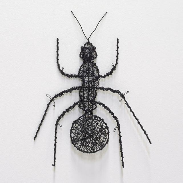 decorar con bichos es tendencia hormiga de metal
