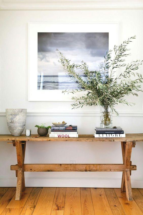 decoración nórdica con ramas en el recibidor