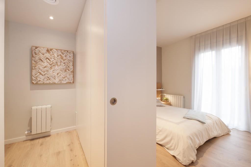 piso con inspiración nórdica vestidor
