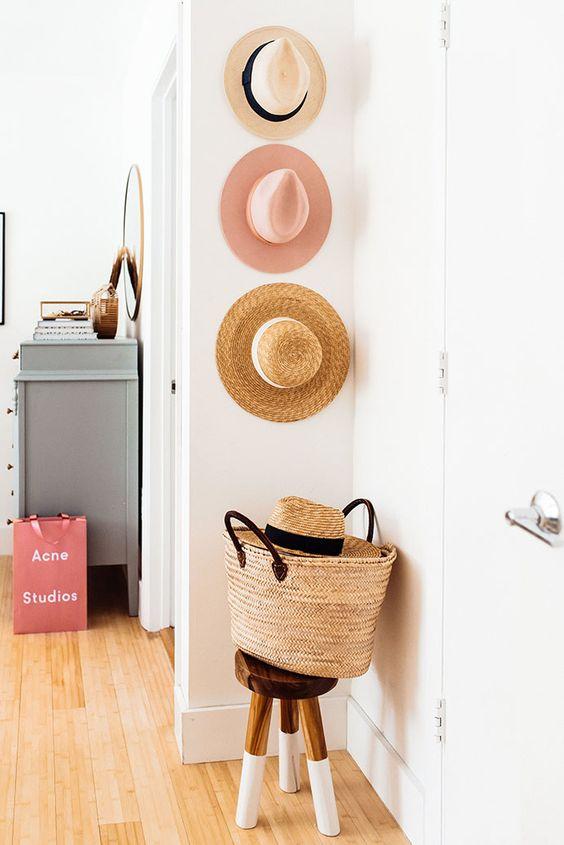 decoración de verano con sombreros