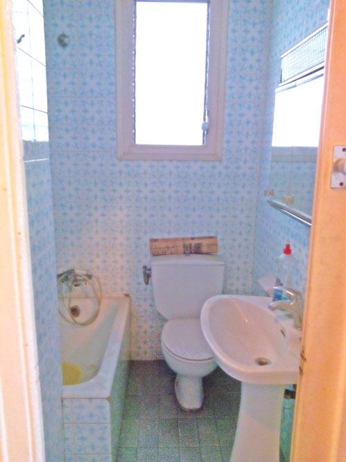 piso con inspiración nórdica baño antes