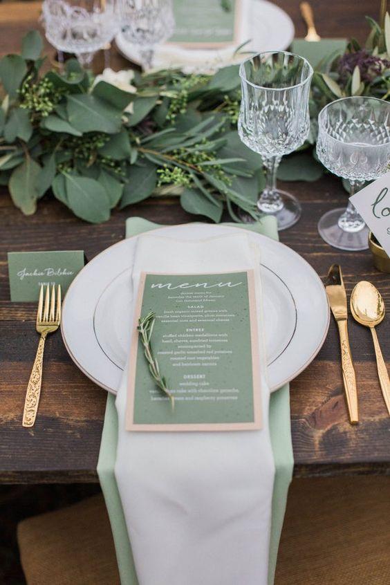 sage green en la mesa