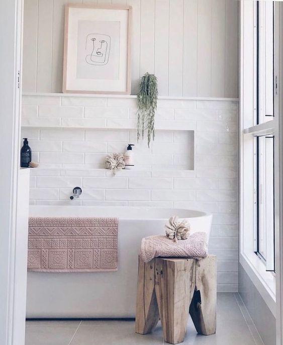 baños blancos pero cálidos