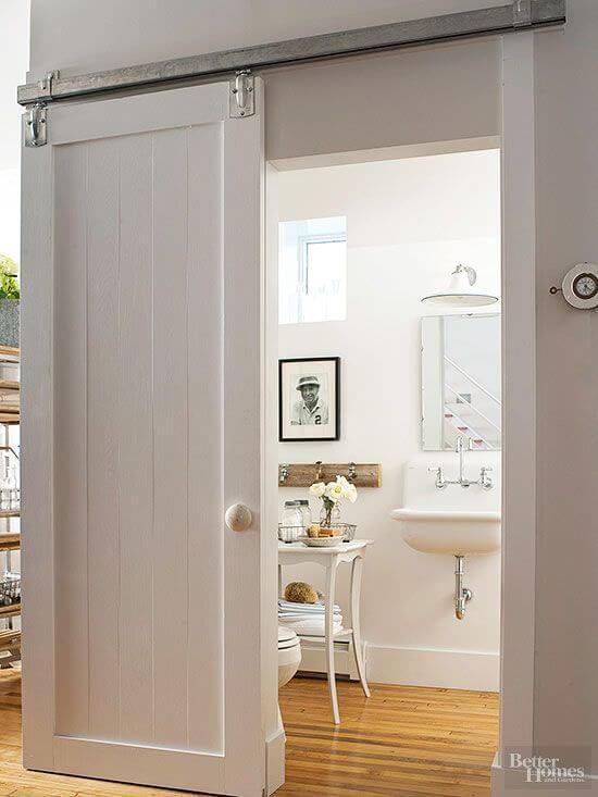 decorar un baño pequeño puerta