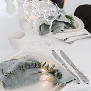 servilletas en la mesa de Navidad