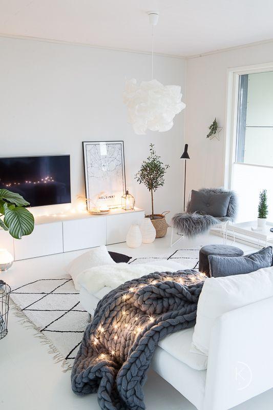 salón nórdico con televisor