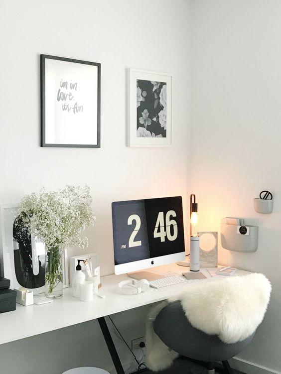blanco sobre blanco en el escritorio