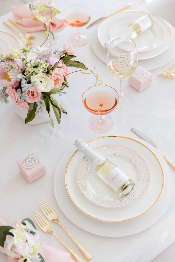 mesa de san valentin con champan