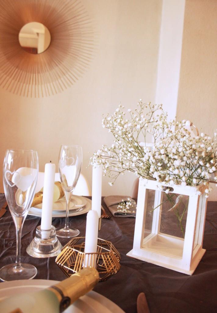 mesa de san valentin con paniculata