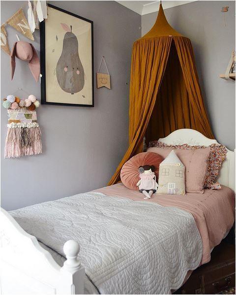 dormitorio infantil mostaza y rosa