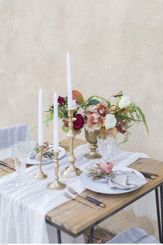 mesa de san valentín con velas