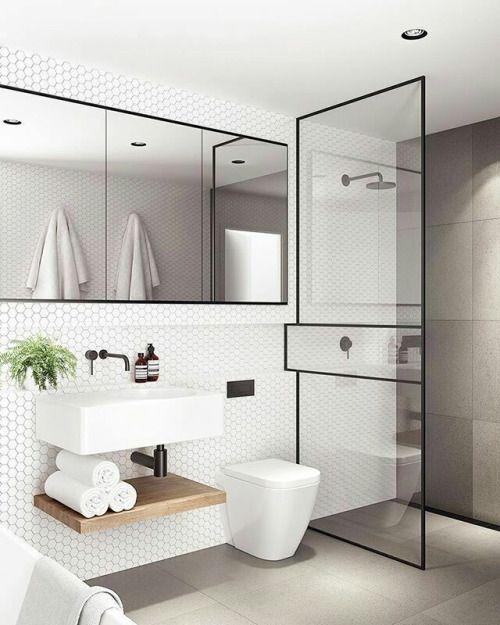 Los azulejos hexagonales triunfan en los baños y cocinas con espíritu nórdico