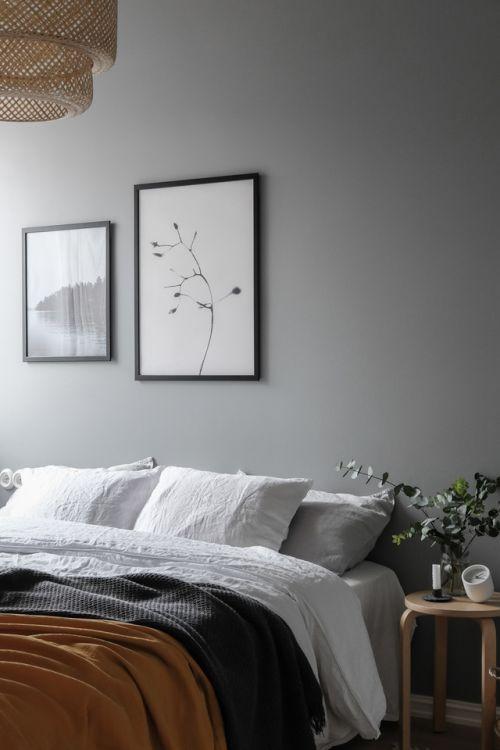 taburete Frosta de Ikea como mesita de noche